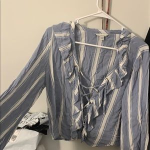 Large American eagle top worn once light material.